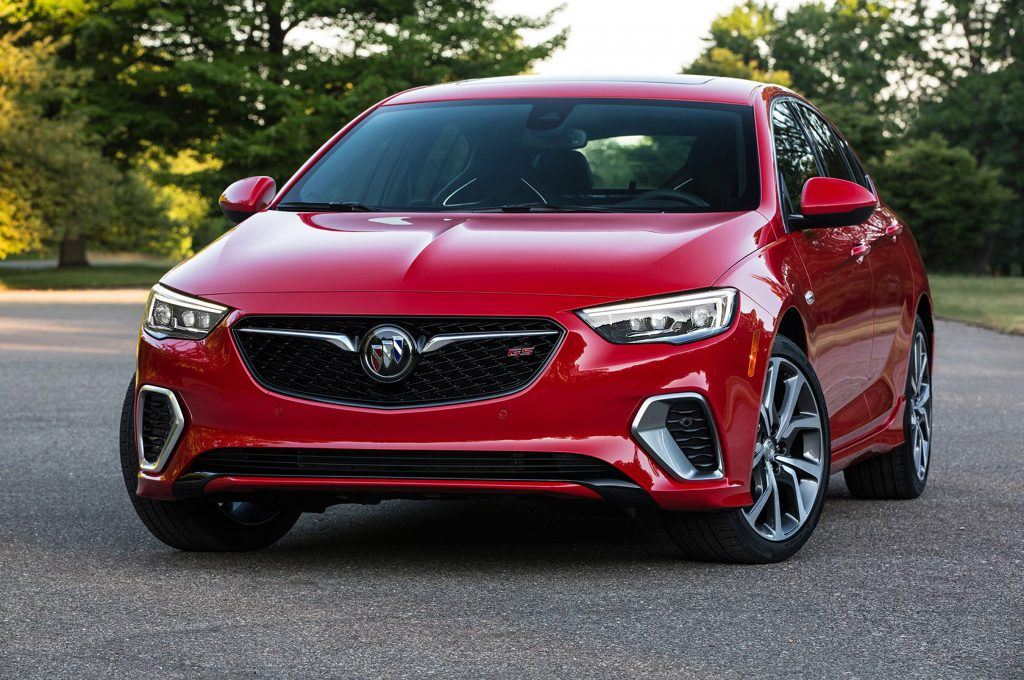 2018-Buick-Regal-GS-front-view-parked