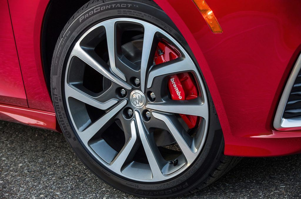 2018-Buick-Regal-GS-wheel-and-tire