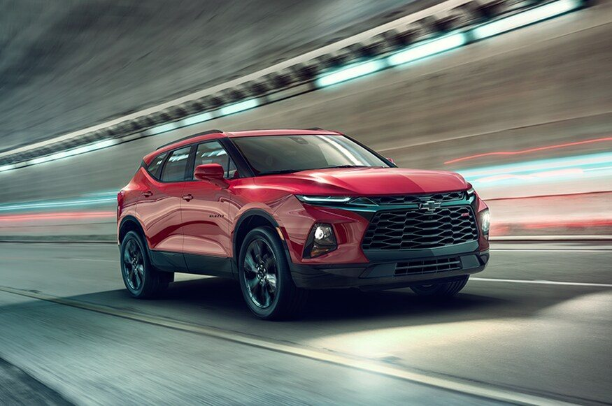 2019-Chevrolet-Blazer-front-three-quarter-in-motion-03