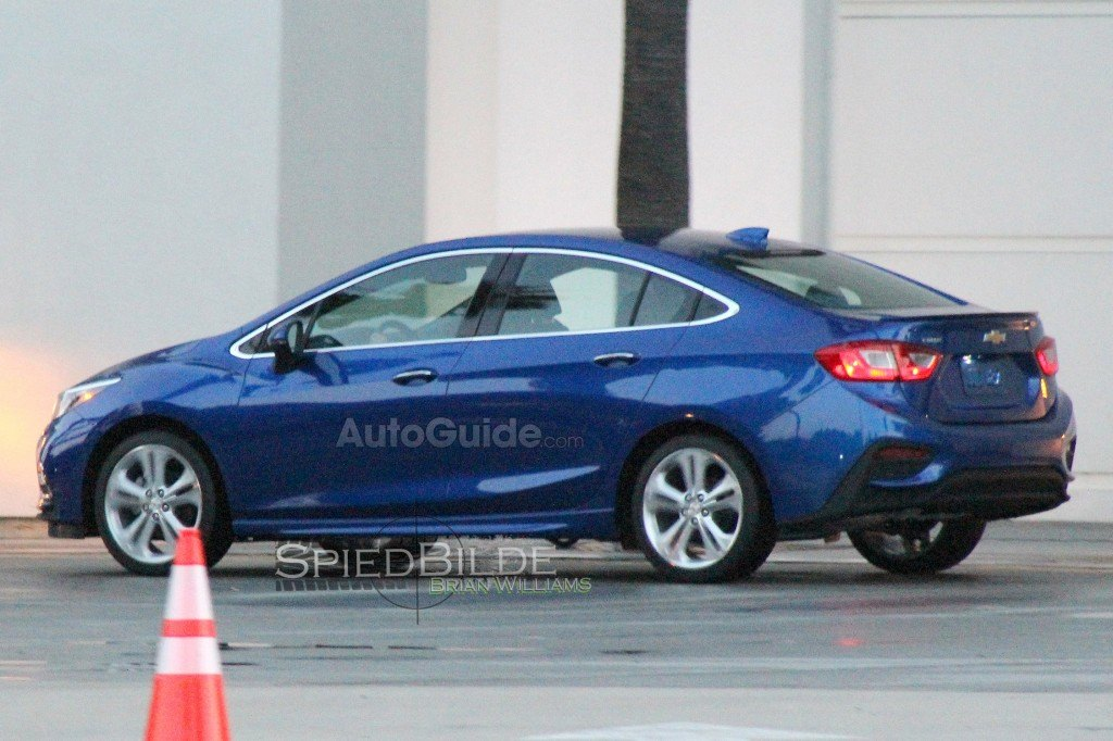 chevy cruze spy shot